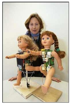 La poupée Robota optimise ses capacités dans l'accompagnement éducatif d'enfants autistes. © Alain Herzog, École polytechnique fédérale de Lausanne