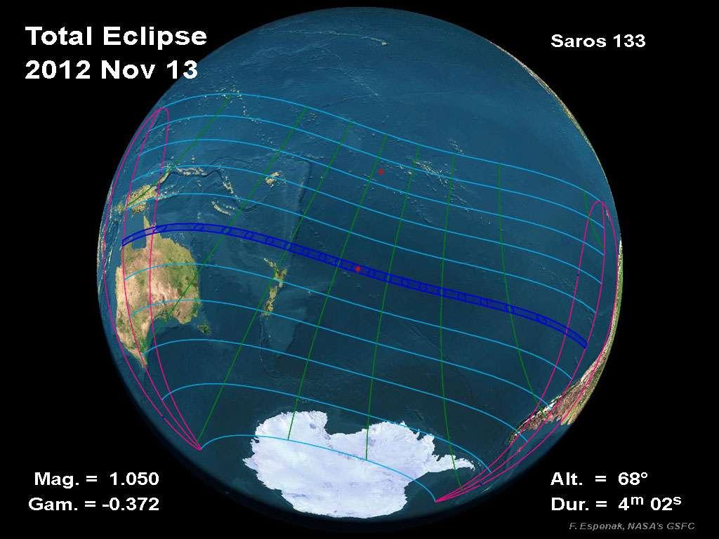 La 45e éclipse du saros n°133 était une éclipse totale de Soleil qui a commencé le 13 novembre à 20 h 35 TU, mais au lever de Soleil en Australie on était déjà le 14 novembre en heure locale. Comme on peut le constater, très peu de terres on vu passer le cône lunaire. © Nasa, GSFC, F. Espenak