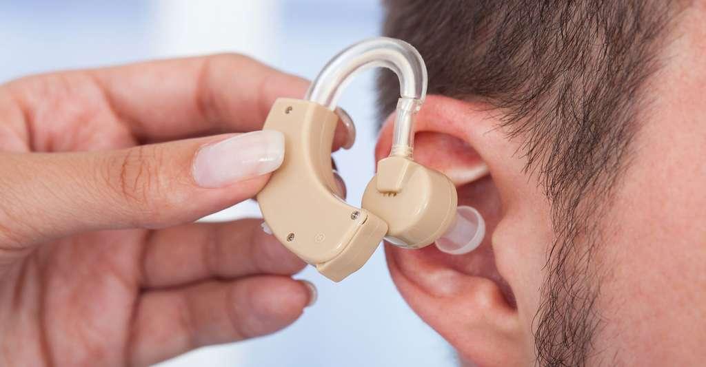 Les appareils auditifs. © Andrey Popov, Fotolia