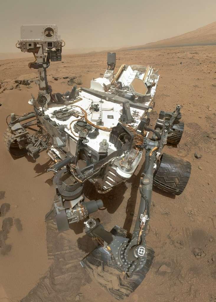 Un autoportrait réalisé le 31 octobre et le 1er novembre 2012. L'image est une composition de photographies prises avec la caméra Mahli (Mars Hand Lens Imager), installée au bout du bras du rover. Ont été sélectionnées les photos sur lesquelles le bras n'apparaissait pas. © Nasa, JPL-Caltech, Malin Space Science Systems (MSSS)