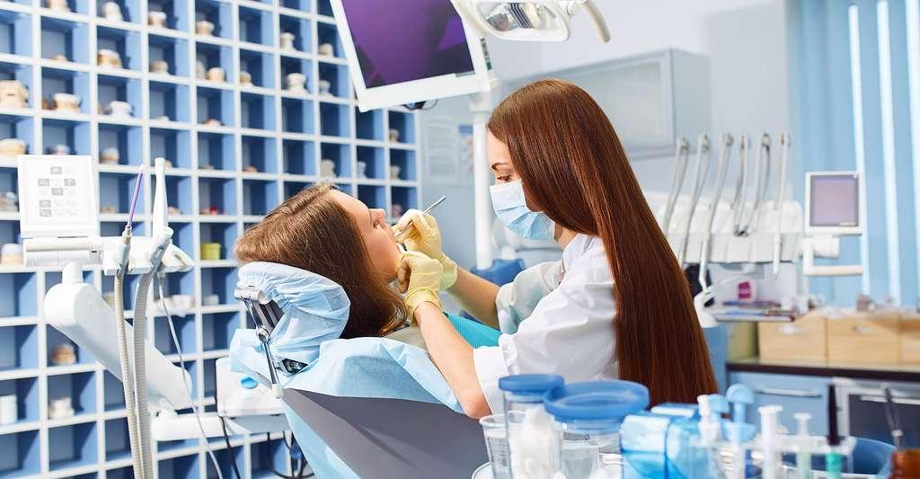 Bien se faire soigner les dents. © Maxbelchenko, Shutterstock