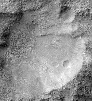C'est dans ce cratère situé au cœur de Tyrrhena Terra que la caméra de MRO a photographié des dunes en étoile. Une découverte fortuite au cours d'un survol destiné à des recherches minéralogiques. Crédit Nasa/JPL/University of Arizona