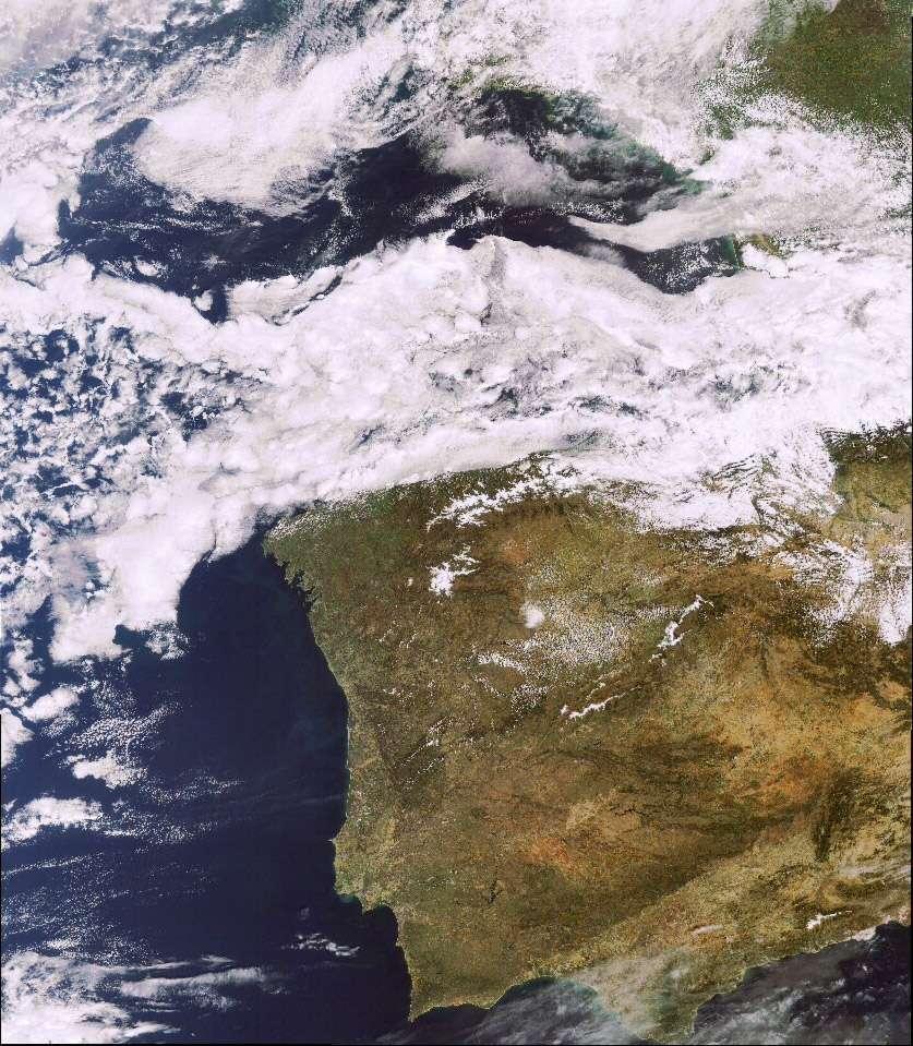 Le Portugal et l'Espagne vus par Meris : la dernière image acquise par ce remarquable instrument avant la perte de contrôle du satellite Envisat. Les données récoltées par cet instrument sont exploitées pour l'océanographie, la météorologie et l'agriculture. © Esa