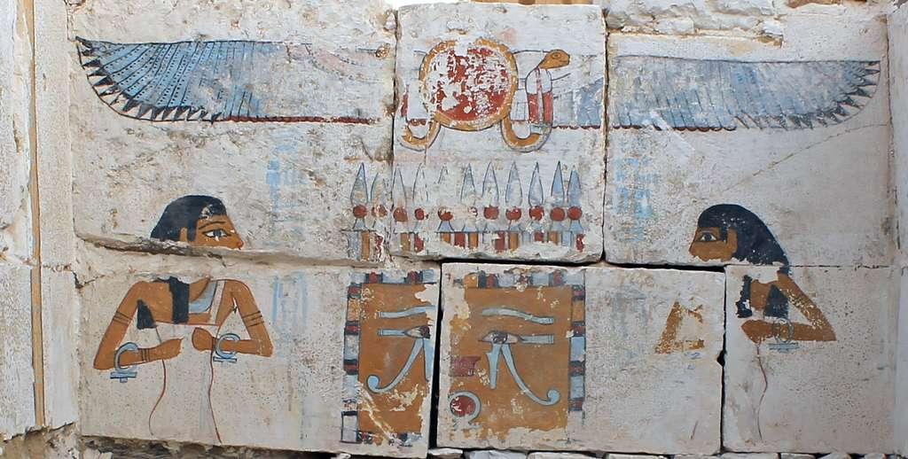 Les déesses Neith et Nout protègent l'une des urnes funéraires du pharaon Senebkay. © Jennifer Wegner, Penn Museum