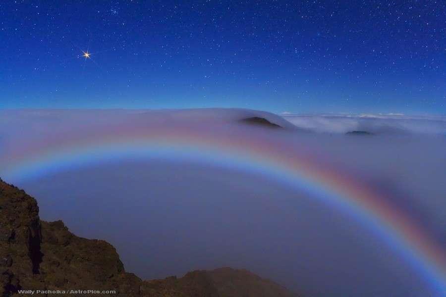 Un rare arc-en-ciel lunaire