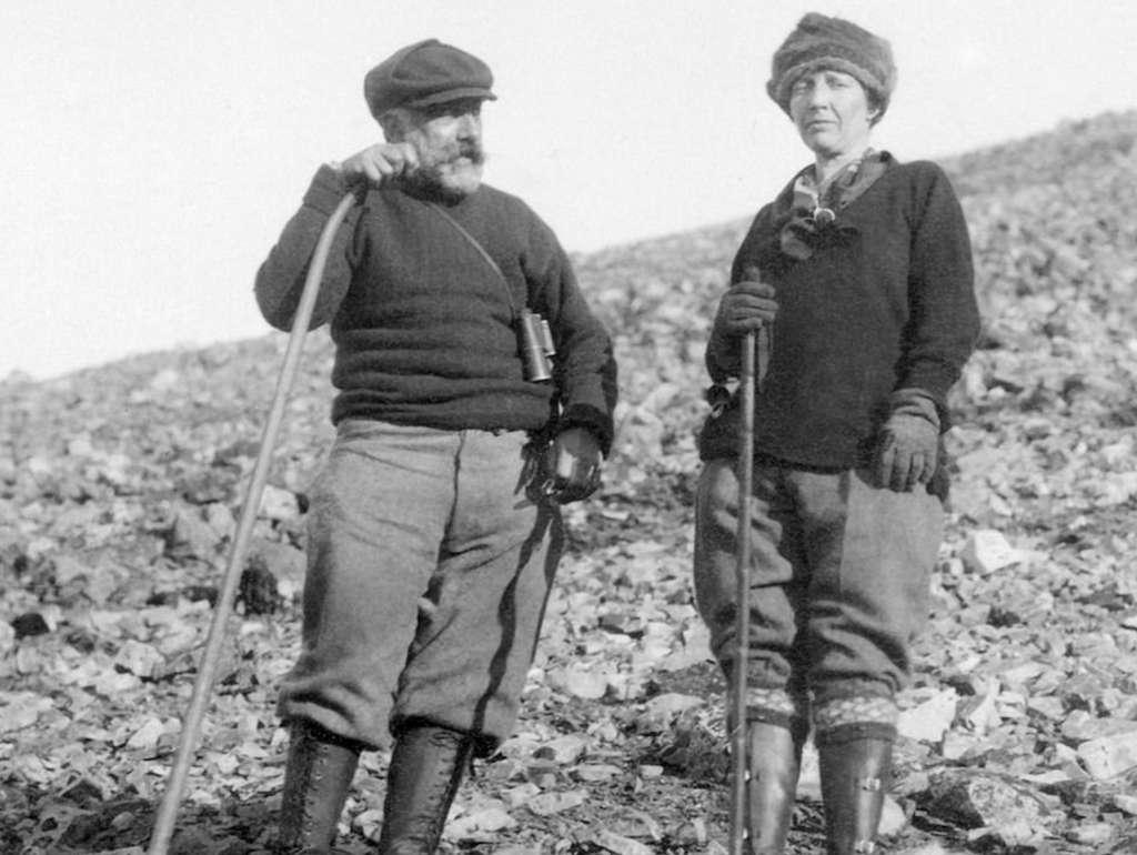 À force de travail et d'application, Louise Arner Boyd a su commander le respect des hommes avec lesquels elle travaillait. © Domaine public