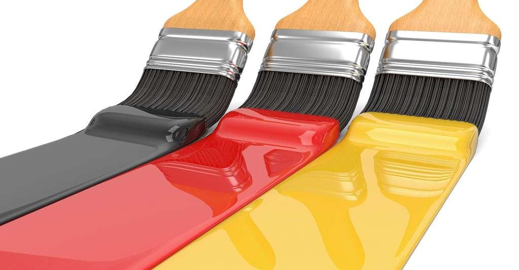 Noir, rouge, jaune : mieux vaut bien choisir sa couleur… mais avant d'appliquer sa peinture, il faut reboucher trous et fissures du mur. © Fotomek, DP