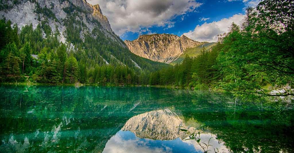 Les eaux du Grüner See sont aussi vertes que des émeraudes. © Martin Toedtling, Wikipedia, CC by-SA 3.0