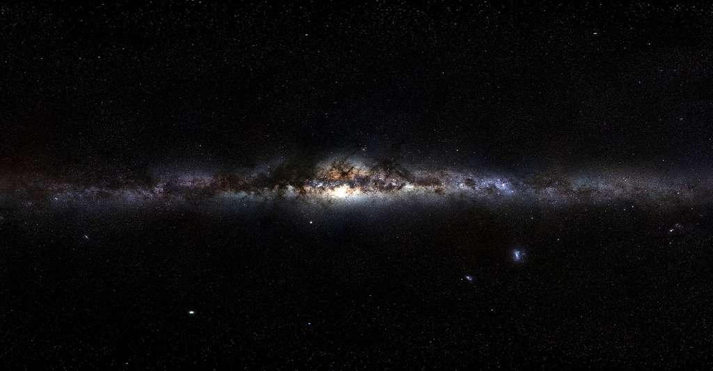 La voie lactée vue depuis la terre. Le panorama final correspond à 120 heures d'observations, étalées sur plusieurs semaines. © ESO/S. Brunier, CC BY 4.0