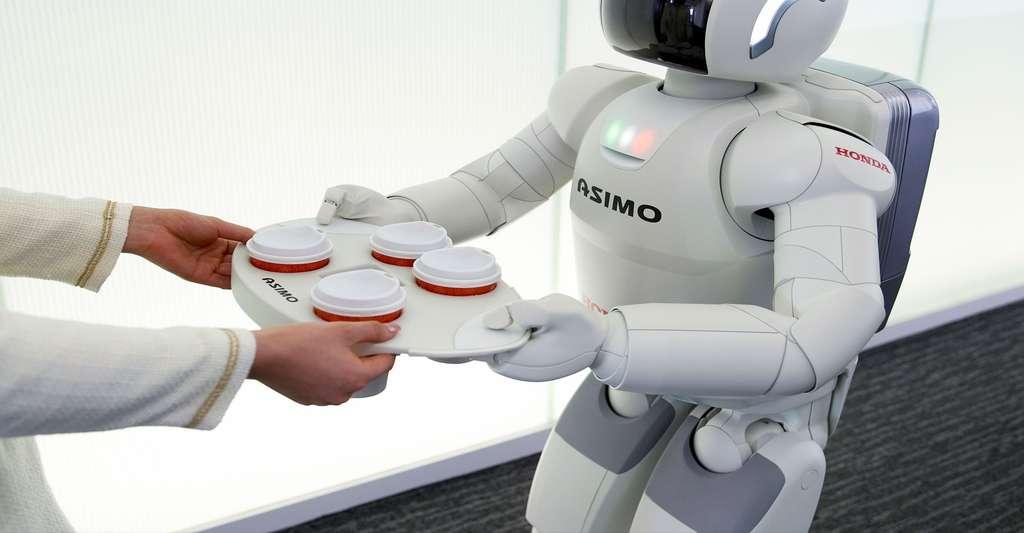 Asimo, le robot qui tend vers le plus de polyvalence. © Honda
