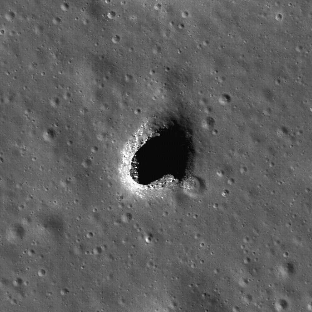 Un trou dans la Lune !