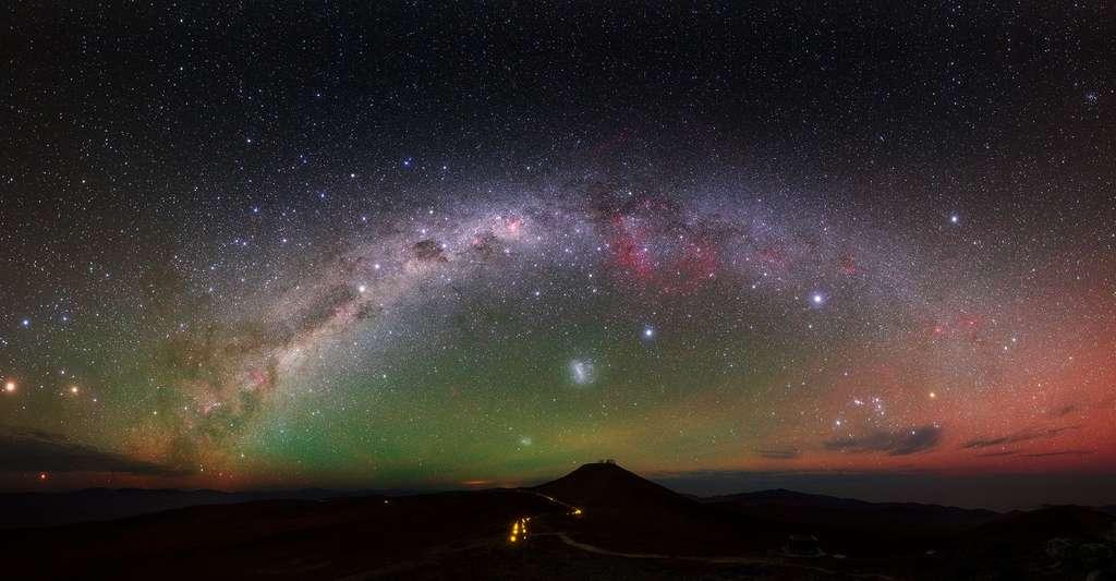 Nous pouvons voir une partie de la Voie lactée, notre galaxie, dans le ciel nocturne. © Y. Beletsky (LCO)/ESO, CC by 4.0