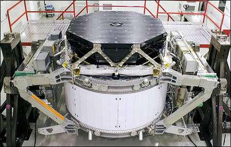 Le détecteur AMS prêt pour son départ vers l'espace. Crédit Nasa