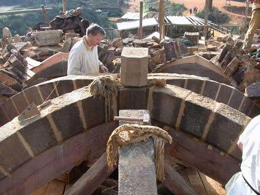 Construction selon les techniques du Moyen Âge. © Guédelon