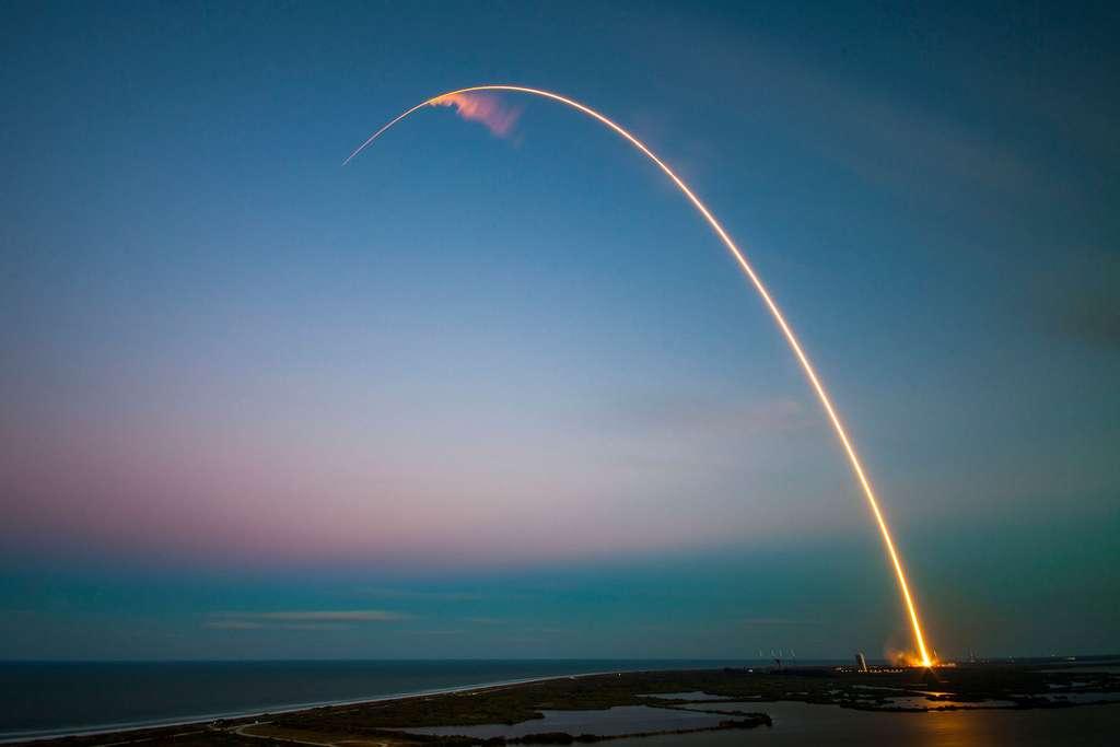 La trajectoire de Falcon 9. Un lancement qui confirme la grande adaptabilité de ce lanceur capable de faire le grand écart entre la demi-tonne de Jason 3 (précédent vol) et les 5,3 tonnes de SES 9. © SpaceX