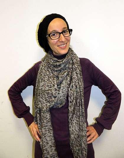 Reprendre des études pour progresser dans son emploi, c'est ce qu'a réussi Nassima Mazouzi. © DR