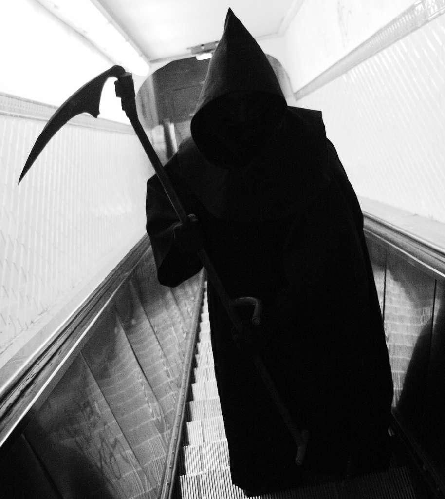 La mort s'invite parfois inopinément dans les cérémonies d'anniversaires. Mieux vaut ne pas la laisser franchir le pas de la porte ! © Thomas Claveirole, Flickr, cc by sa 2.0