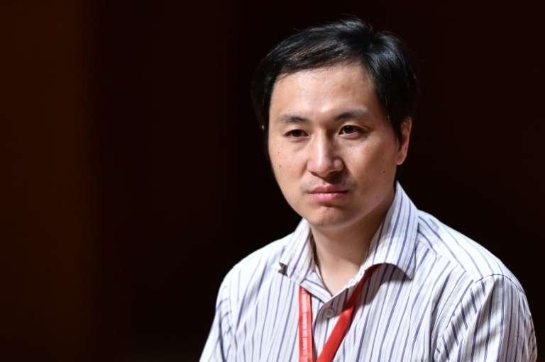 Le scientifique chinois He Jiankui après avoir annoncé avoir modifié le génome d'embryons humains, lors du 2e Sommet international sur la modification du génome humain le 28 novembre 2018 à Hong Kong. © Anthony Wallace, AFP