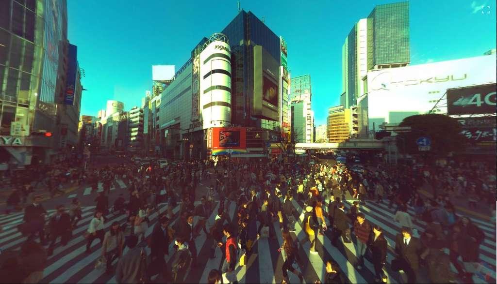 Cette photo a été prise à un carrefour dans le quartier de Shibuya à Tokyo, au Japon. En cliquant sur le lien plus bas dans l'article, on peut la manipuler à l'aide de la souris pour naviguer à 360° et zoomer sur n'importe quel point. © Panono
