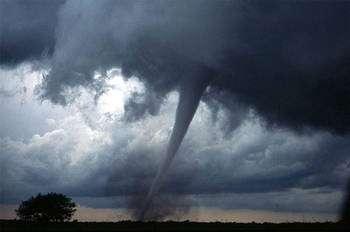 Le but de la modification du temps est de contrôler les phénomènes météorologiques tels cette tornade en Oklahoma. © Daphne Zaras - DP