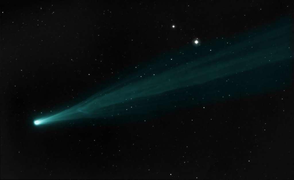 Discontinuités dans la queue de la comète Ison, le 21 novembre. © Joseph Brimacombe