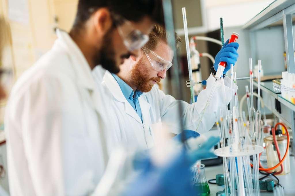 L'ingénieur en chimie verte a pour mission de remplacer les composants issus de la pétrochimie par des molécules végétales, respectueuses de l'environnement. © nd3000, Fotolia