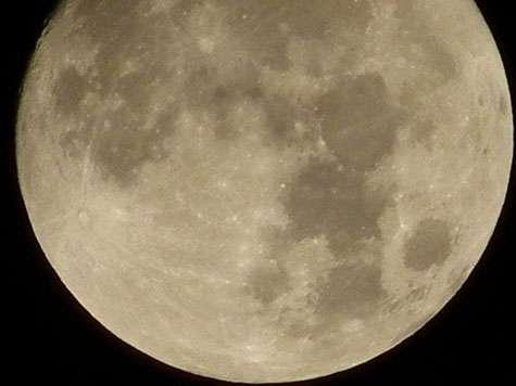 Voici un exemple de l'utilisation du zoom numérique avec une photographie de la Lune. © Jérôme Geoffroy