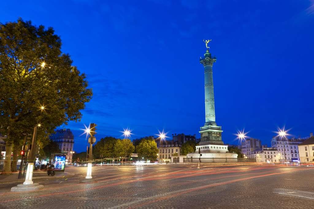 La place de la Bastille, à l'emplacement de l'ancienne prison de la Bastille, symbolisée par les pavés. © Crobard, fotolia