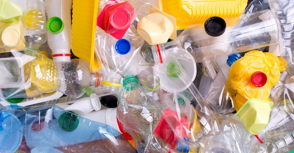 Un peu partout, des montagnes de déchets plastique grandissent chaque jour. Mais aujourd'hui, des chercheurs proposent une solution pour valoriser tous ceux qui ne sont pas recyclés en produisant de l'hydrogène. © photka, Fotolia