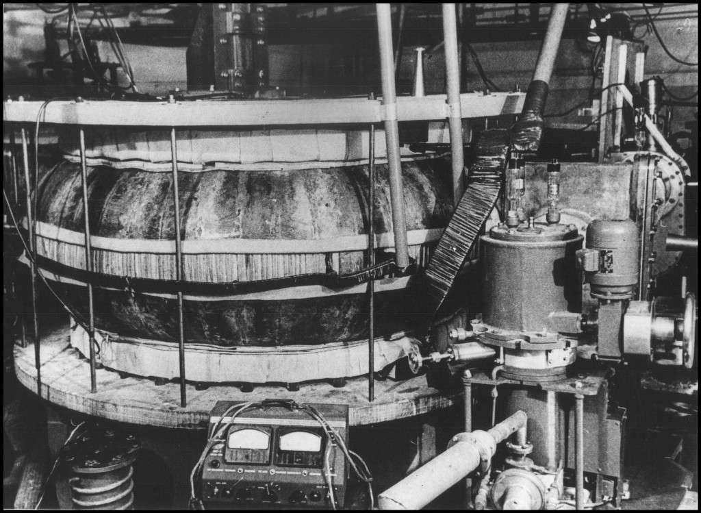 Le premier tokamak au monde était la machine russe T1 de l'institut Kourtchatov de Moscou (à l'image). Ses successeurs ont permis de beaucoup progresser dans la connaissance et la maîtrise de la stabilité des plasmas. © Iter Organization