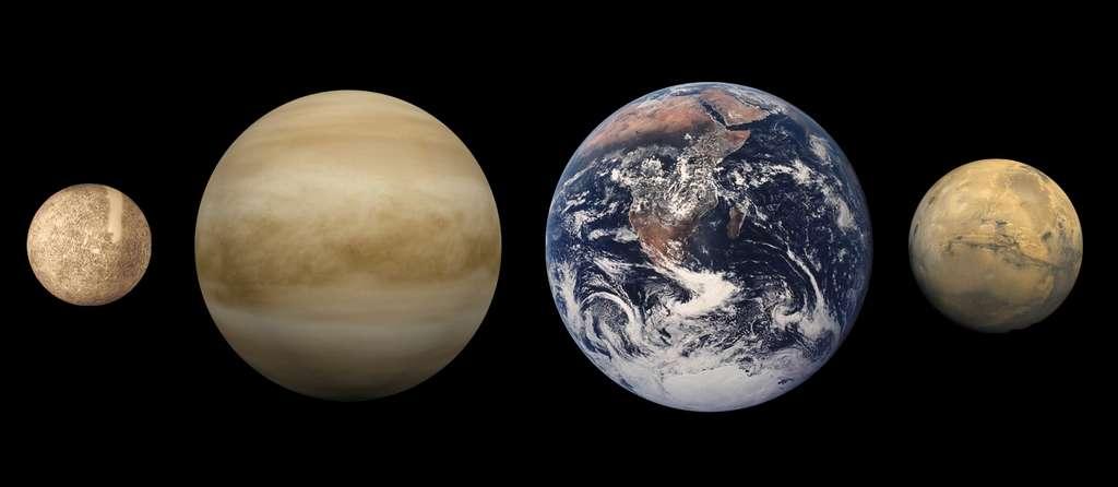 Comparaison des tailles des planètes telluriques avec de gauche à droite : Mercure, Venus, la Terre et Mars. © Nasa, domaine public