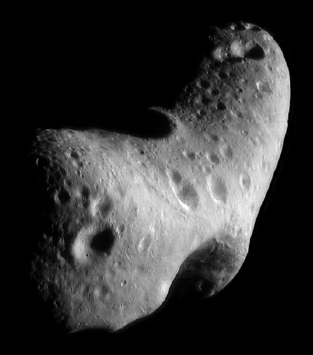 Trois années ont été nécessaires pour que le vent fasse disparaître les traces blanches laissées par les fusées de rétrofreinage d'Opportunity. © Nasa/JPL/Malin Space Science Systems/University of Arizona/JGR