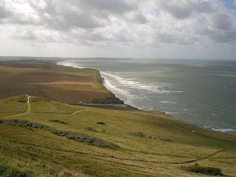 Les falaises de marne et de craie du cap Blanc-Nez ont une hauteur maximale de 134 mètres. © Romainberth, Wikimedia Commons, GNU 1.2