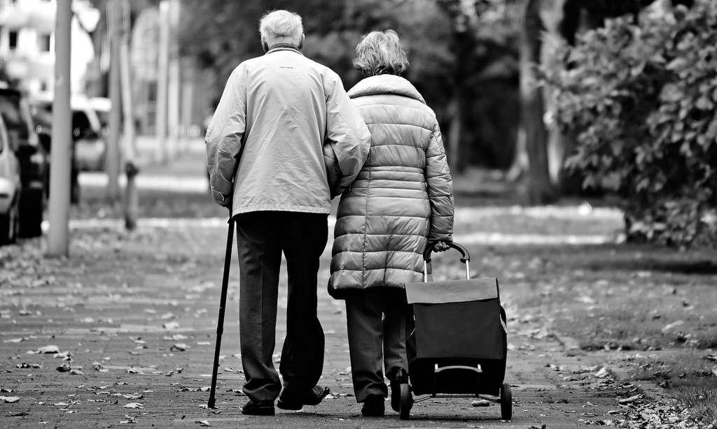 La vitesse de marche d'un individu pourrait aider à déterminer son âge biologique. © MabelAmber, Pixabay, CC0 Creative Commons