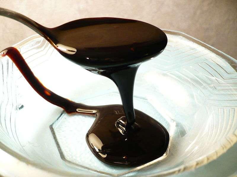 Une alimentation à base de mélasse ou d'amidon modifie la microflore des drosophiles. © Badagnani, Wikimedia CC by 3.0