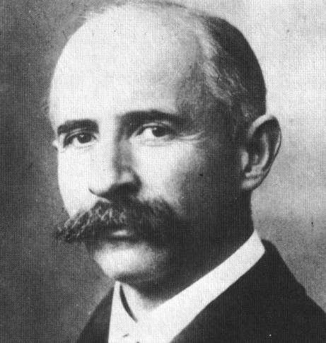 Avant 1905, le physicien Walter Kaufmann (1871-1947) avait déjà mesuré des changements de la masse d'un électron avec sa vitesse. Il n'était pas le premier à constater un changement de masse pour des corps électriquement chargés. Ses mesures viendront confirmer la théorie de la relativité. © Wikipédia, DP