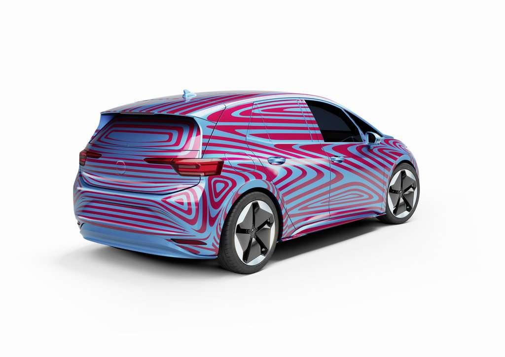 Le design final de l'ID.3 se cache encore sous ce camouflage. © Volkswagen