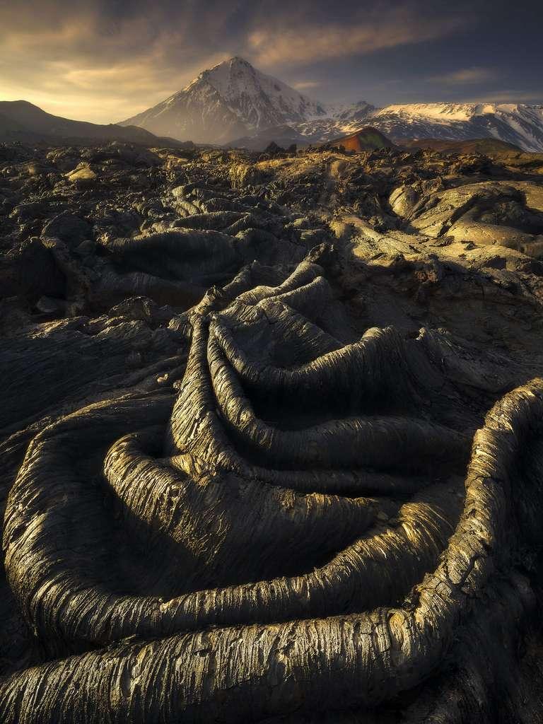 Les intestins de la Terre ; formations de lave après l'éruption du Tolbachik, Kamchatka, Russie
