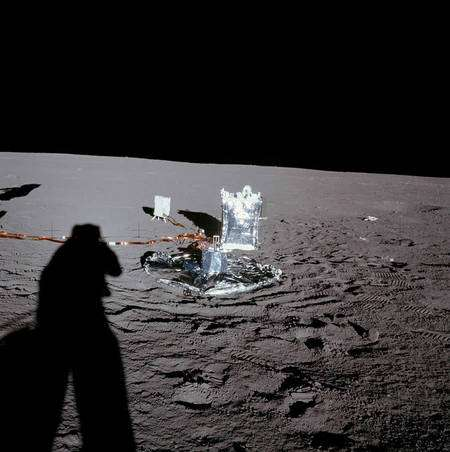 L'ensemble d'instruments baptisé Alsep déposé par les astronautes d'Apollo 12. Crédit : Nasa