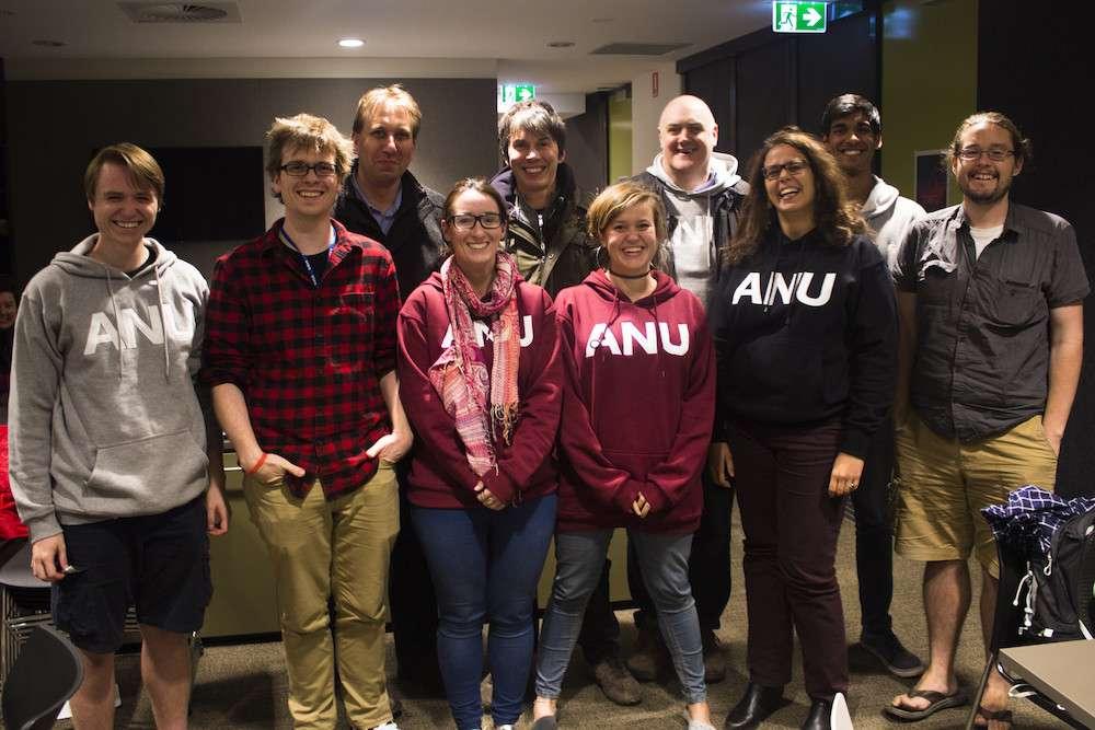 Le professeur Brad Tucker et son équipe de l'ANU. © ANU