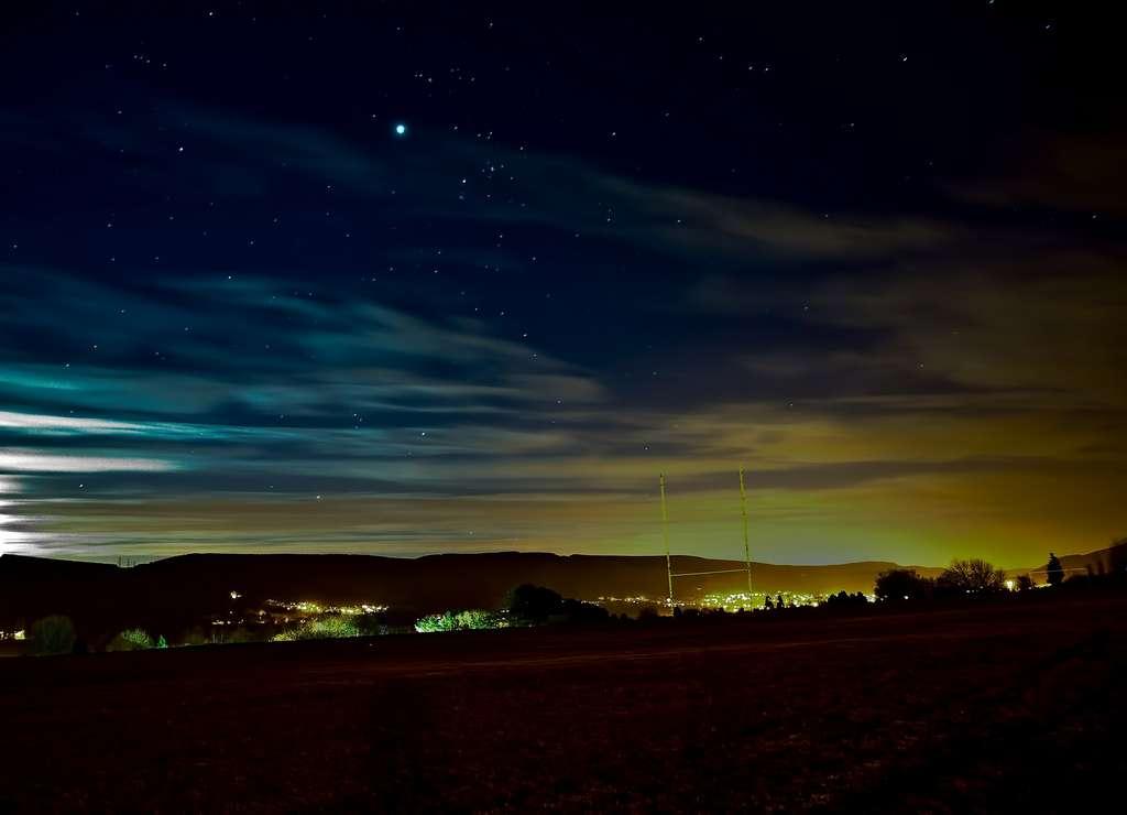 La pollution lumineuse émane majoritairement des grandes agglomérations. © alex9091 by Pixabay