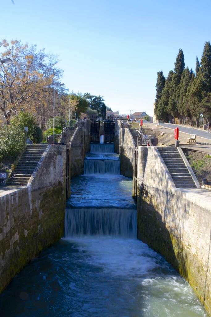 Canal du Midi, écluses de Fonserannes, Béziers, (écluse octuple permettant le passage d'un dénivelé de 21,4 m sur 304 m de long). © canal-du-midi.org.