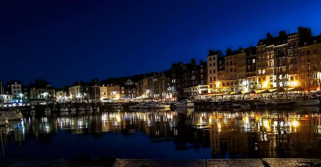Vue de nuit de la ville d'Honfleur. © alain01789, Flickr, CC by-nc 2.0