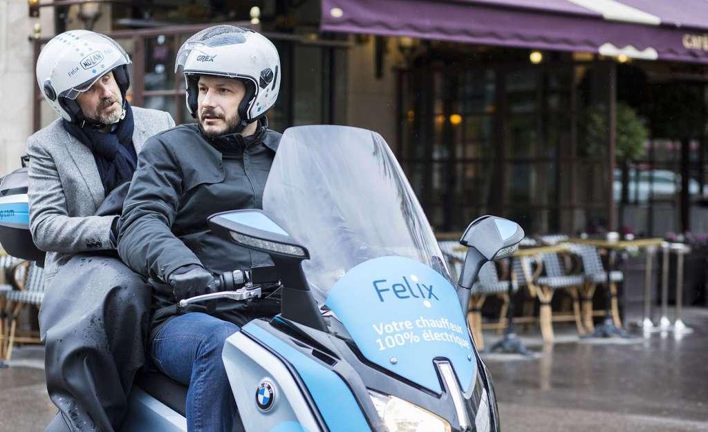 Dans les grandes villes, de plus en plus de taxis sur scooters électriques offrent des solutions de déplacement rapide. © Felix