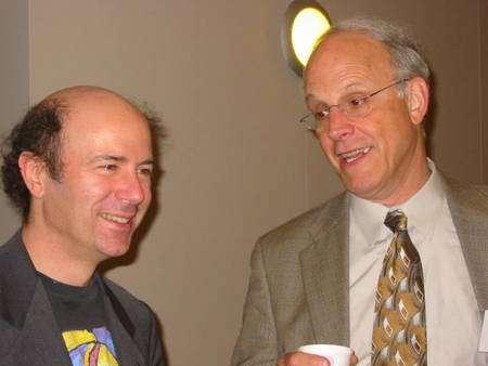 A gauche Frank Wilczek et à droite David Gross, tous deux prix Nobel de physique. Crédit : Kirk T. McDonald