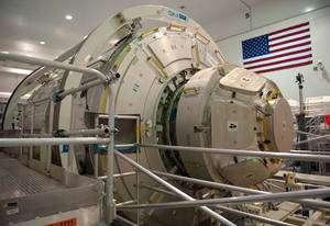 « L'exploitation et l'utilisation de l'ISS se justifient tant que les bénéfices en vaudront les coûts » explique Jean-Jacques Dordain. Ici, le node 3 et la coupole (Esa) qui seront lancés en février 2010. © ESA/S. Corvaja
