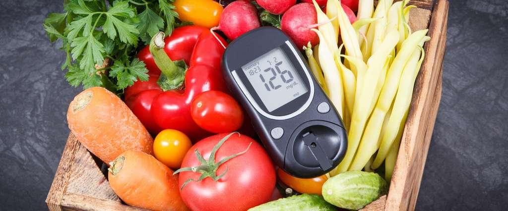 Les règles hygiéno-diététiques et l'insuline sont les deux piliers du traitement du diabétique de type 1 et sont tous les deux indispensables et indissociables. © ratamane, Adobe Stock