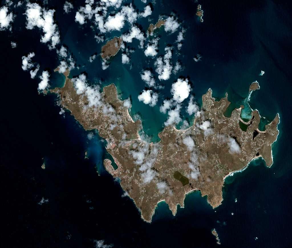 L'île de Saint-Barthélemy après le passage de l'ouragan Irma. © Cnes 2017, distribution Airbus DS