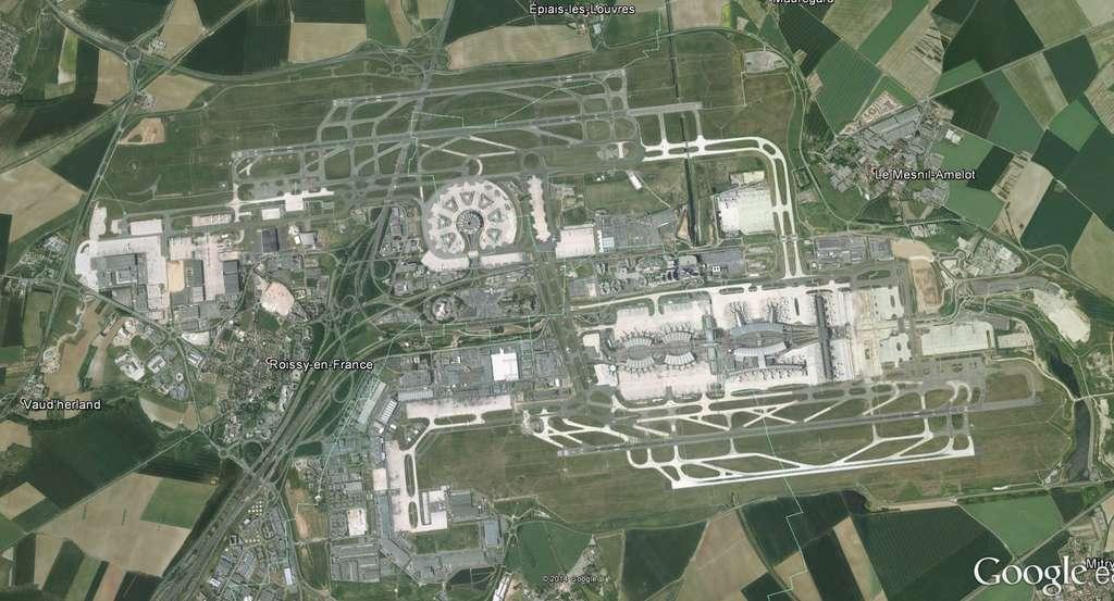 Les infrastructures de l'aéroport Roissy-Charles de Gaulle modifient les conditions météorologiques locales. Le sol est plus chaud que dans la campagne environnante tandis que les bâtiments modifient les vents et génèrent de la turbulence. Il est désormais possible de modéliser ces effets. © Google Earth