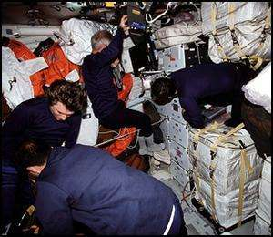 A l'intérieur d'un vaisseau spatial, il y a peu d'intimité et de repli possible en cas de conflit (Crédit : NASA)